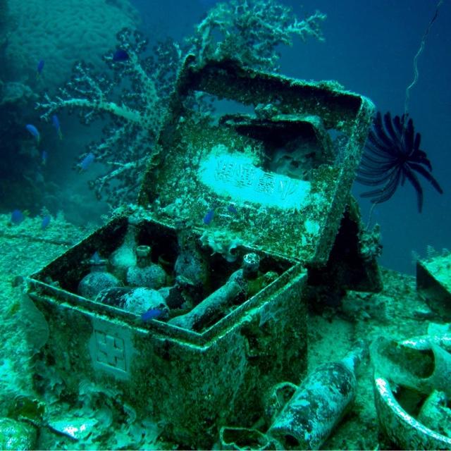Dive Underwater Wrecks