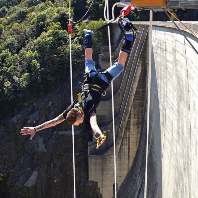 Bungee Jump the Verzasca Dam