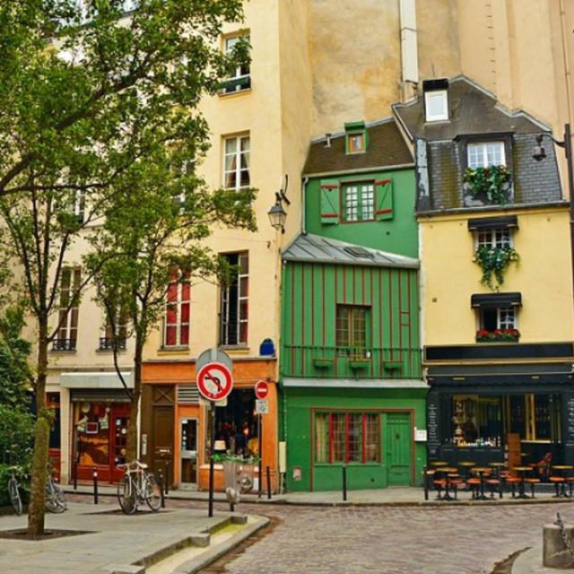 Explore Old Quarters of Paris