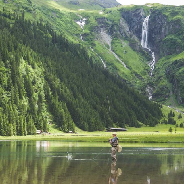 Fly Fishing During the Fall or Spring Hatches