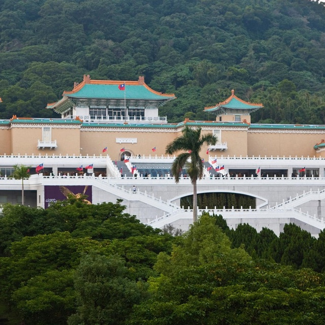 Tour the National Palace Museum