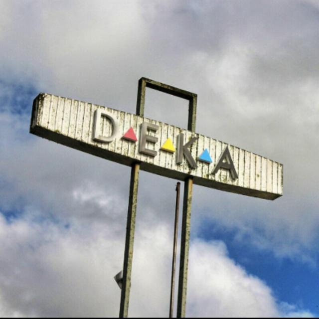 DEKA Sign