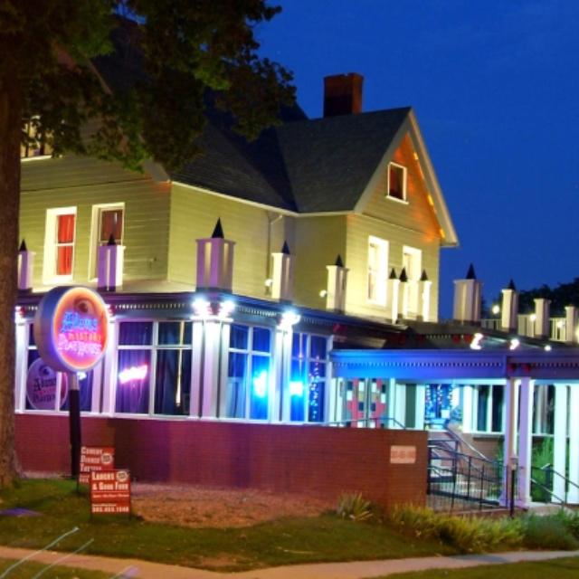 Enjoy Dinner Theatre at Adams Mystery Playhouse