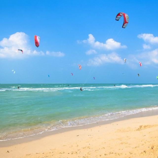 Kitesurfing at Kite Beach